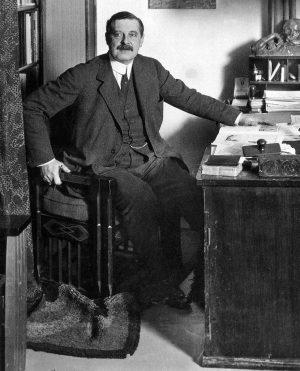 peter_behrens_um_1913